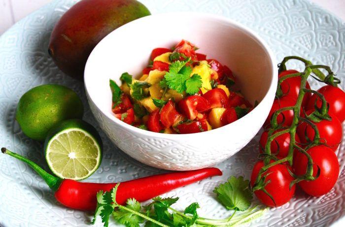 Tomat- & mangosallad med lime & koriander!