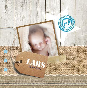 Geboortekaartje LARS www.hetuilennestje.nl Jute, houten planken, licht blauw, ster, foto, polaroid, baby, stoer. Het Uilennestje Zwolle. Vraag een GRATIS proefje aan van een kaartje naar keuze!