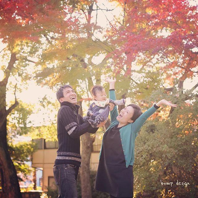 #年賀状  そして本日も家族写真。  年賀状用の写真です。  もうそんな時期かぁ、、 今年は駆け抜けたなぁ、、 いや、まだまだ素晴らしく楽しみな撮影がたくさん!  まだまだ駆け抜けるぞ〜^ ^  ロケーション前撮りから結婚式からマタニティ、、とずっと撮影させていただいているお客様。 「年賀状に使いたいから写真撮って〜」 そんな軽い感じで予約してくれるご家族が大好き!笑  お二人の素晴らしいテンションで赤ちゃんもニコニコだっ  笑  #結婚写真 #花嫁 #プレ花嫁 #結婚 #結婚式 #結婚準備 #婚約 #カメラマン #プロポーズ #前撮り #ロケーション前撮り #写真家 #ブライダル #ウェディングドレス #ウェディングフォト #記念写真  #ウェディング #IGersJP  #weddingphoto #wedding #instagramjapan #weddingphotography #instawedding #bridal #ig_wedding #bride #bumpdesign #バンプデザイン