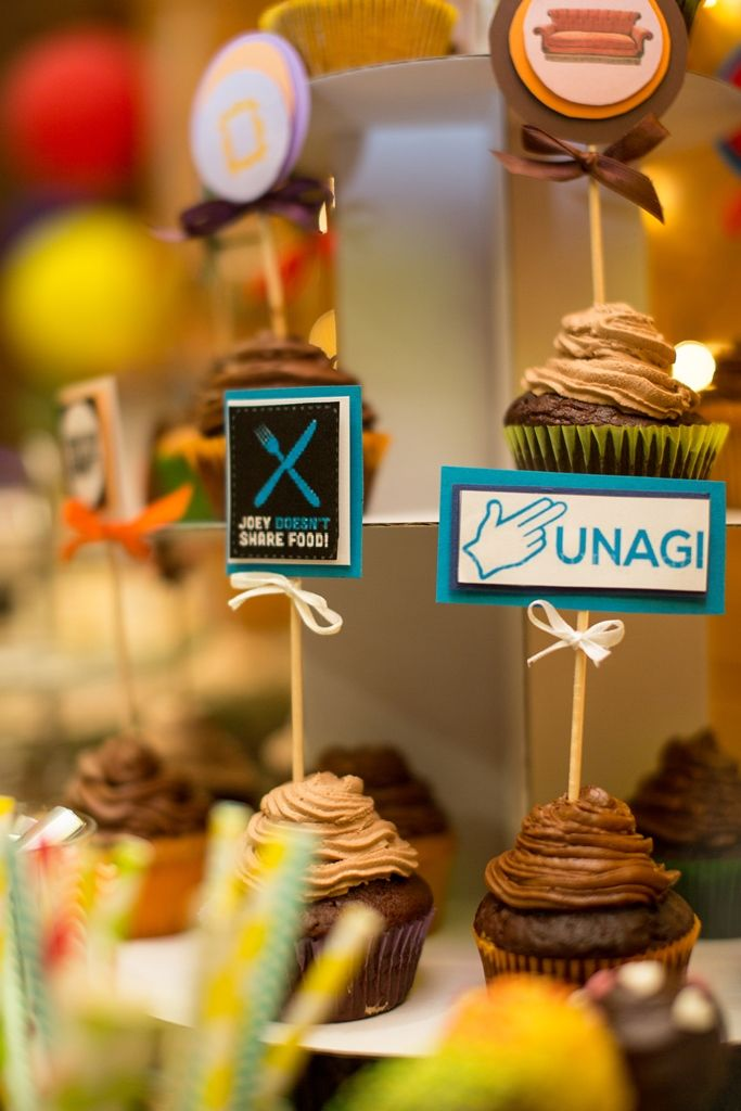 Friends themed wedding in Budapest - cupcakes with quotes from the series - Unagi - Joey doesn't share food
