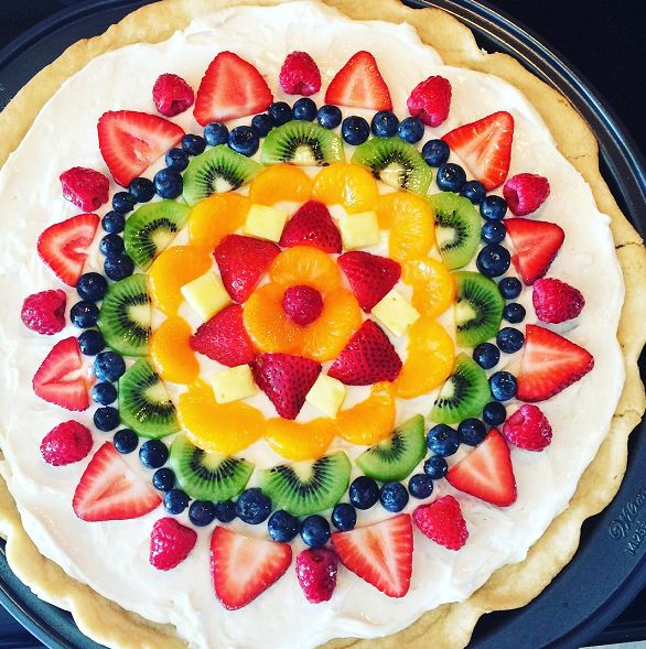 Sugar Cookie Fruit Pizza - Yummy dessert for summer! Crafty Recipes