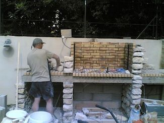 Best 25 barbecue en pierre ideas on pinterest espace for Construire un four a pizza exterieur