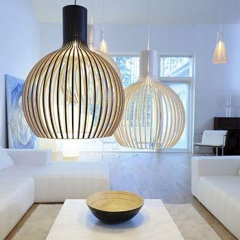 La lampada Octo, disegnata dall'architetto finlandese Seppo Koho per Secto Design, ha un paralume in legno di betulla finlandese, realizzato a mano da abili artigiani. Come le altre lampade create da Seppo Koho per Secto Design, la lampada Octo è famosa, non solo in Finlandia, per il suo chiaro tocco scandinavo.
