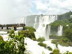 Iguazu falls by Lorenzo Dell'Olivastro