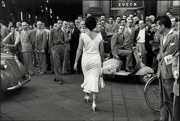1954. Mario de Biasi. Milano. Italian Neorealism