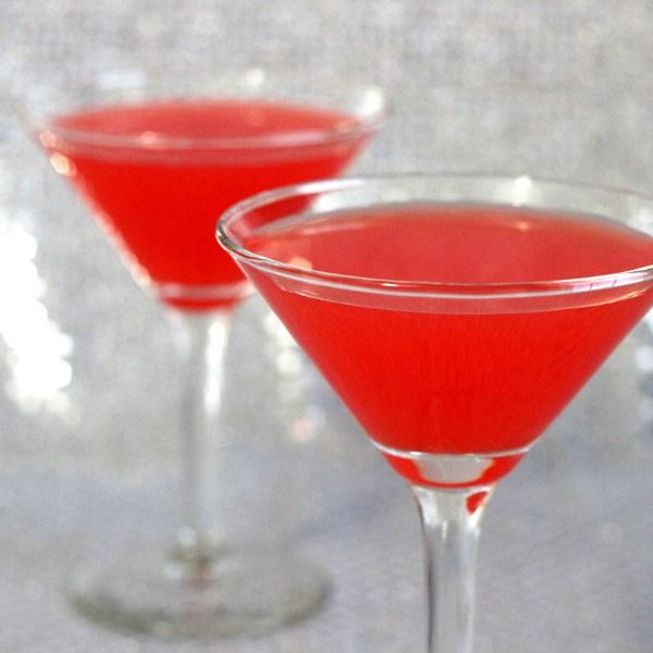 Pomegranate Martini recipe: pomegranate juice, vodka or gin, Cointreau