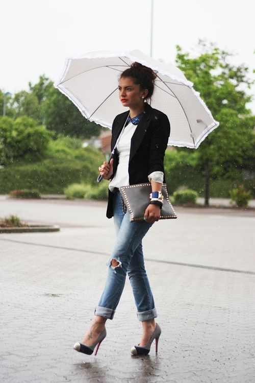 blazer, torn jeans and pumps - add an anklet