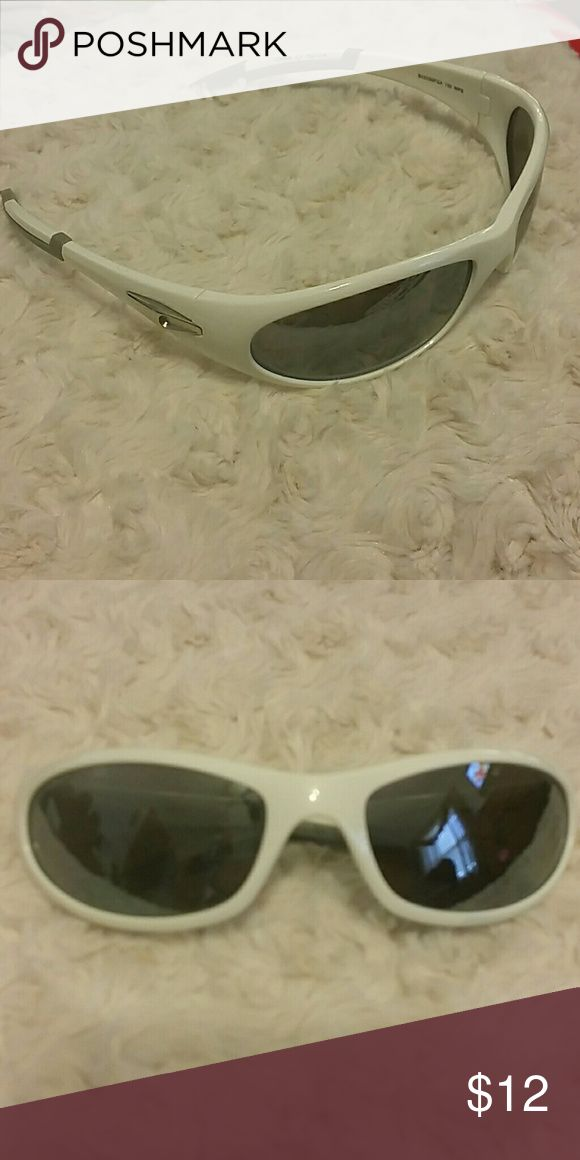 NWOT Foster Grant sunglasses Minor scratches on the inside of the lens Foster Grant Accessories Sunglasses