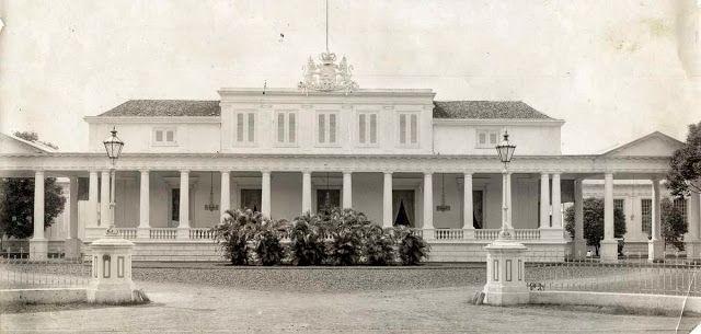 Het onderkomen van de Gouverneur in Batavia, 1875.