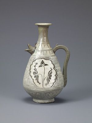 Buncheong Ewer with Dragon-Fish Head and Lotus Decoration, Joseon dynasty, mid-15th century. Samsung Museum of Art, Seoul