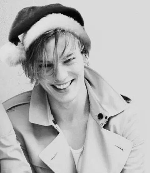 love JamieCampbellBower <3