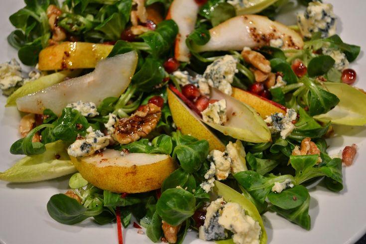 Eet lekker: Wintersalade met peer, granaatappelpitten, feta en walnoten