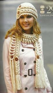 Cachecol e gorro de tricô, com tranças
