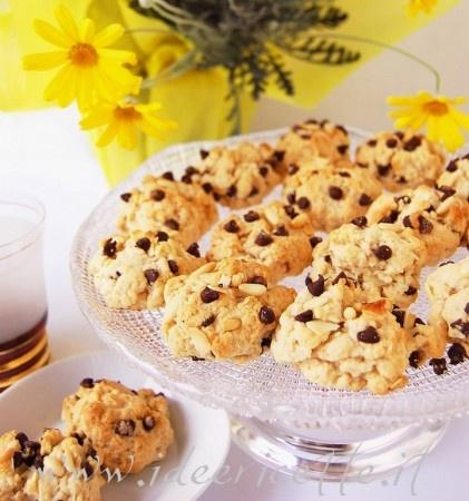 Biscottini al vinsanto con gocce di cioccolato 8 marzo