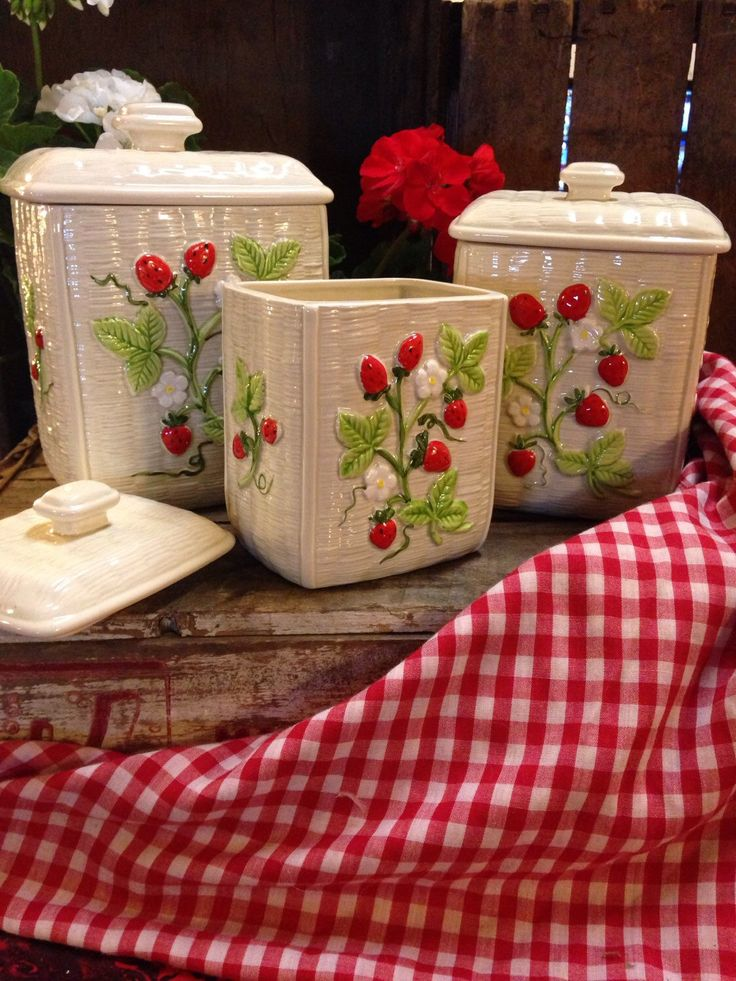1000 images about strawberries on pinterest strawberry - Strawberry kitchen decorations ...