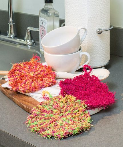 Scalloped Edge Scrubby Free Crochet Pattern in Red Heart Scrubby Yarn