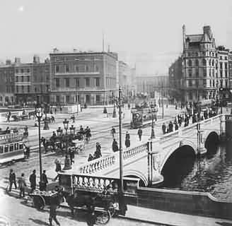 Photograph taken from Bachelors walk of O'Connell Street Bridge c1910, the Carlisle Building with a radio mast was destroyed by shelling during the 1916 Easter Rising & is visible to the left across the bridge.
