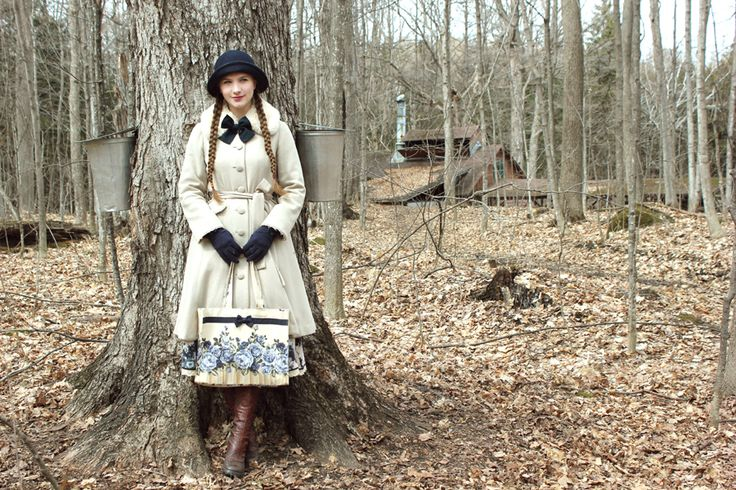The snow had just melted, but it was still really cold! Coat: Mary Magdalene Skirt: Lois Crayon Bag: Innocent World Boots:…