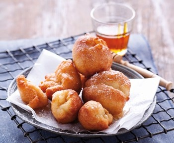 VETKOEK !!! Sweet (Jam/Syrup) or Savoury (Curried mince) South African food - DELICIOUS