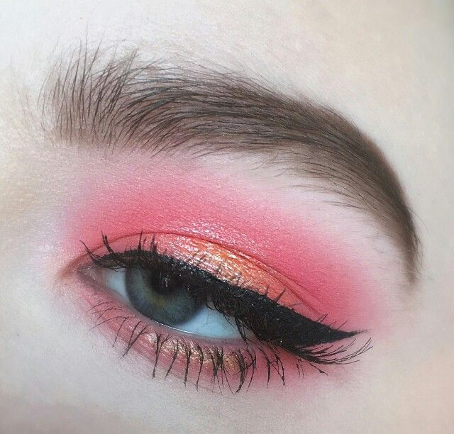 Pink and peach halo eye