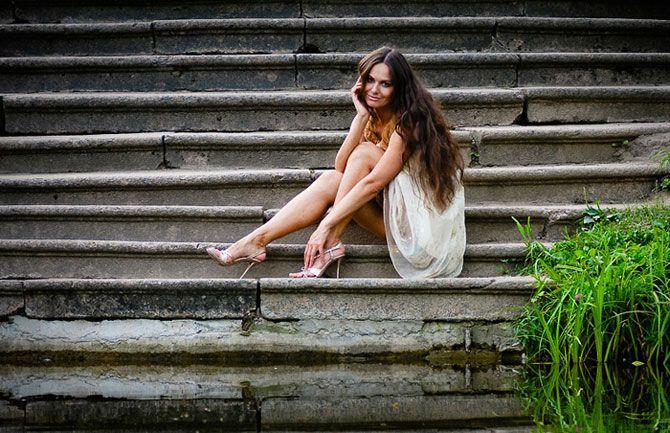 Позы для фотосессии на улице на ступеньках