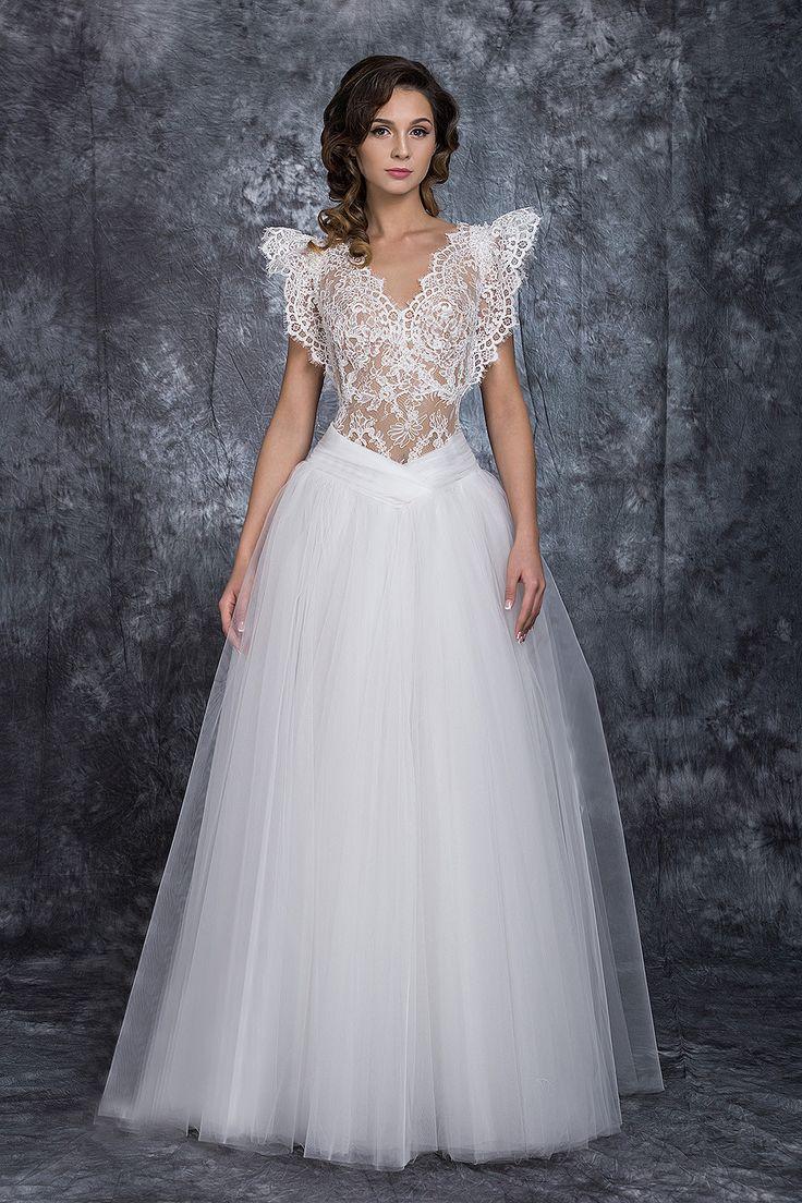 ❤ rochia de mireasa Ilona ❤   o rochie cu linii fine, amintind de delicatețea aripilor de fluture - decorată cu cristale Swarovski și mărgele de Bohemia  #rochie #mireasa #nunta #weddingdress #bridetobe #bride #gown #white #rochiedemireasa Casa Vogue Mariage