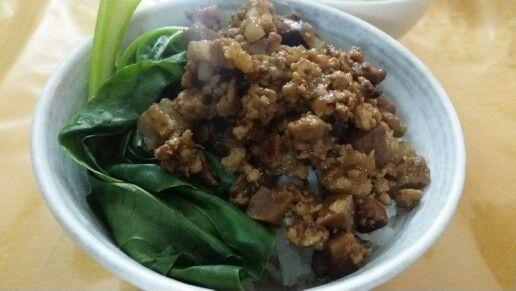 Braised pork rice (卤肉饭)