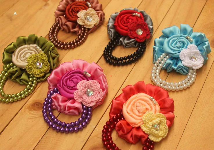 Bunga rajut dari benang rayon dan kain satin, Rosette dan Manik Berat :)