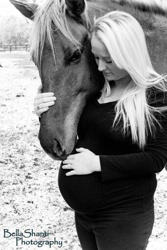 Maternity photography horse horses Baby horse photo Pregnancy horse photo