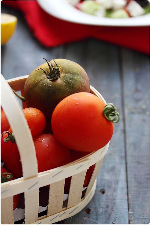 Salade grecque (concombre, poivron, tomates, olives, feta)
