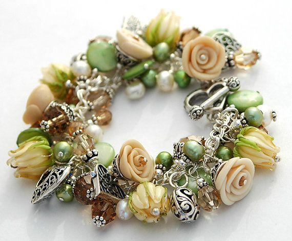 Cream Green Flower Lampwork Charm Bracelet door shalayneoriginals