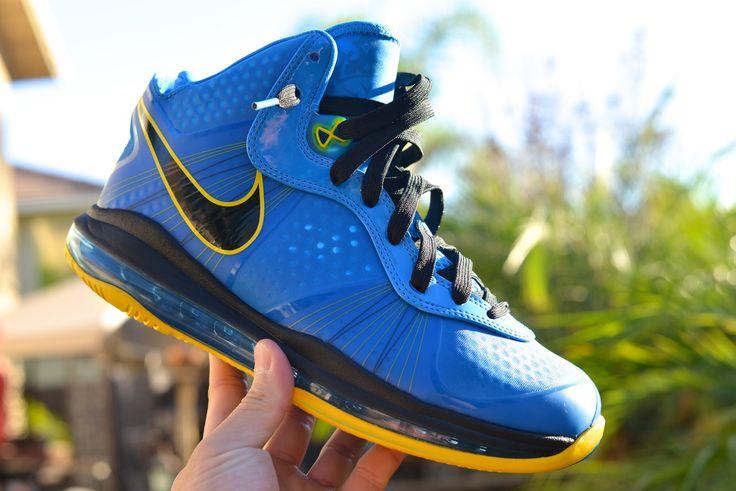"""Nike Air Max LeBron VIII V2 """"Entourage"""" Size Deadstock"""