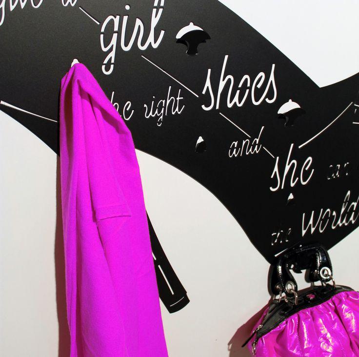Appendiabiti da parete TAKKO12 realizzati in lamiera di ferro con tecnologia a taglio laser. Wall clothes hanger TAKKO12 made with laser cutting technology of sheet iron. nikla.eu