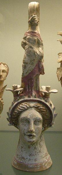 File:Arte etrusca di canosa, testa femminile in terracotta imitante un prochoos, 300 ac.jpg