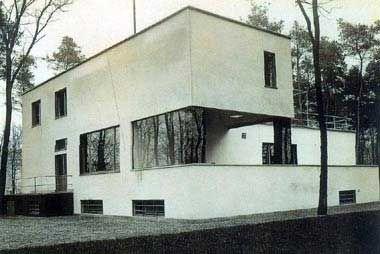 Walter Gropius built this house for the Bauhaus teaching staff.