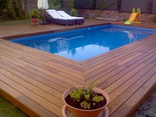 Diseño de piscina pequeña, suelos de teka tratado.