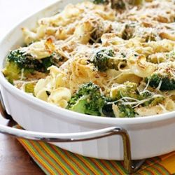 Chicken and Broccoli Noodle Casserole- this weeknight dinner option is both budget-friendly and figure-friendly!
