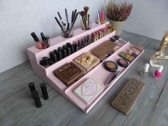 Makeup organizer - magnetic display - Beauty station in pale pink - bathroom storage - Rangement maquillage