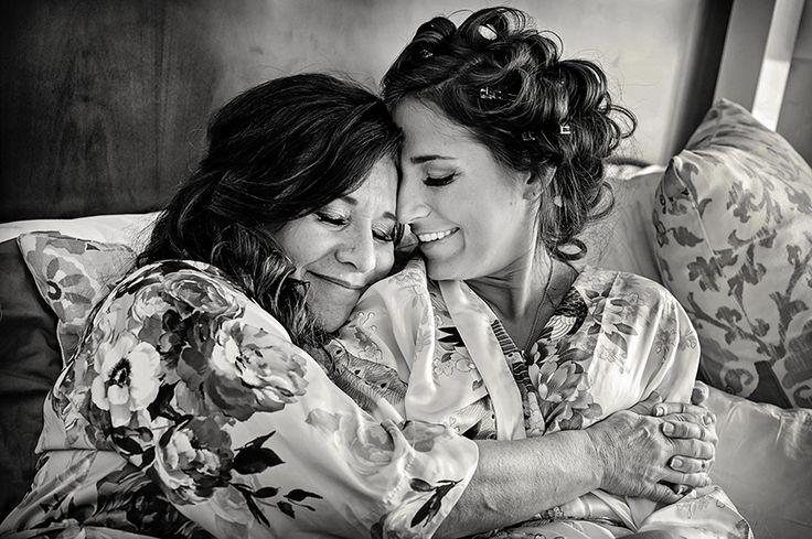 Очень эмоциональное взаимодействие мамы с невестой