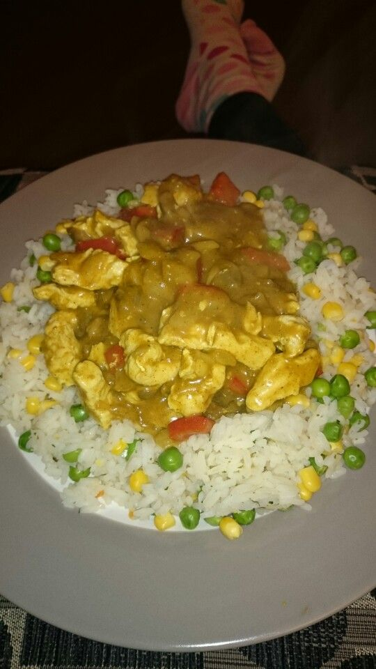 Stirfryed turkey and mushrooms and red peppers and onion, in mayflower curry sauce (4 syns for 28g made up with 150ml water) served with rice cooked with peas, sweetcorn and a vegetable stock cube. This curry sauce, tastes just like the one from the chinese take away!