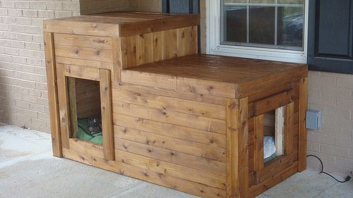GREAT for dogs who spend a lot of time outdoors. DIY insulated and heated dog house!