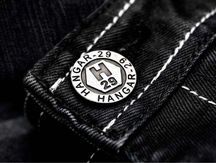 Hangar-29 - Le Groupe Vagabond a confié à lg2boutique le soin d'imaginer la personnalité, le positionnement et le nom – Hangar-29 – de cette nouvelle bannière qui propose des vêtements « casual » griffés et tendance, destinés à la clientèle féminine et masculine des jeunes adultes.