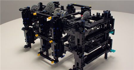 Apple engineer Recreated a 2000 year Old computer Using Legos