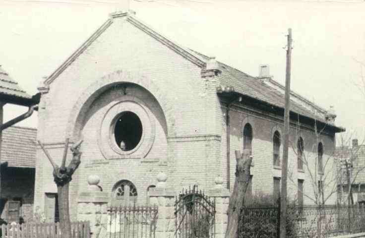 Rákoscsaba Status Quo Ante synagogue was located in Pest-Pilis-Solt-Kiskun county, Hungary; since 1950, it has become a neighborhood in the XVIIth District of Budapest.   Jews had settled in the town during the beginning of the 19th Century, and there were 406 Jews and 126 Christians of Jewish descent in the town.  In 1944, the Congregation had 246 members.  Most perished in Auschwitz.