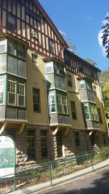 The Jenolan Caves House - There is no T.V. or phones. The rooms are set up like late Victorian or early Edwardian Eras.If you are staying at the hotel there is a restaurant open everyday for breakfast and dinner.