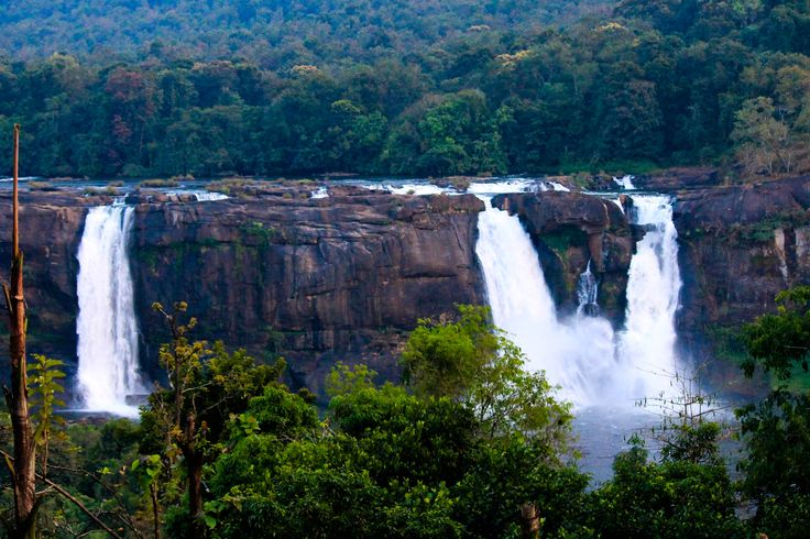 5 Nights & 6 Days Kerala Tour Packages Destinations: Marari , Athirapally , Munnar , Alappuzha Houseboat Book Now : http://www.vnhindia.com/packages?catgid=13&duration=5