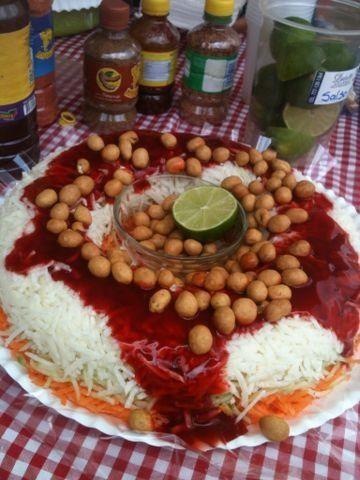 Rosca de jicama, pepino, zanahoria y cacahuates japones. Never had it, but am curious.... :)
