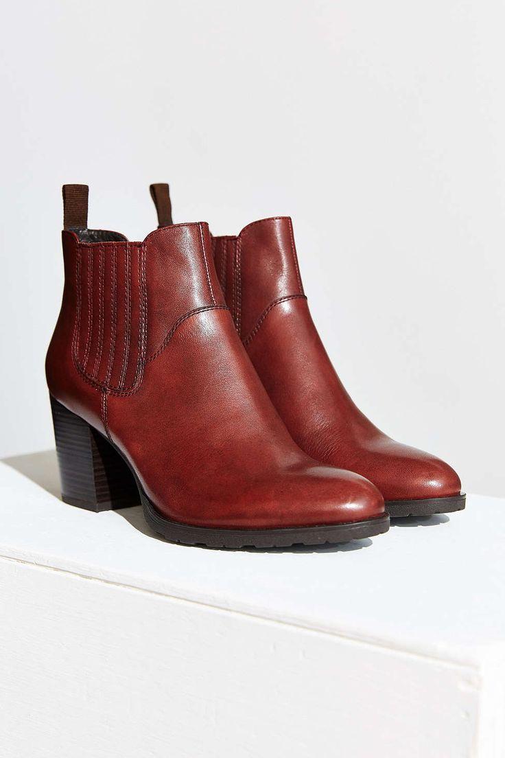 vagabond julie heeled chelsea boot urban outfitters. Black Bedroom Furniture Sets. Home Design Ideas