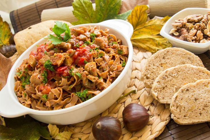 Tagliatelle con farina di castagne ai funghi porcini e pane alle noci: ricette spiegate passo passo con foto degli step. Ingredienti per 4 persone…