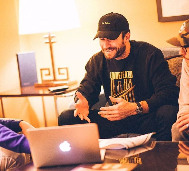 """Gefällt 108.9 Tsd. Mal, 1,299 Kommentare - Sam Hunt (@samhuntmusic) auf Instagram: """"Drawing up plans for our first headlining tour. 15 in a 30! """""""